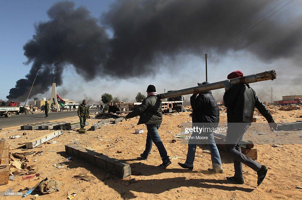 Opposition Rebels Battle Gaddafi Forces In Eastern Libya : News Photo