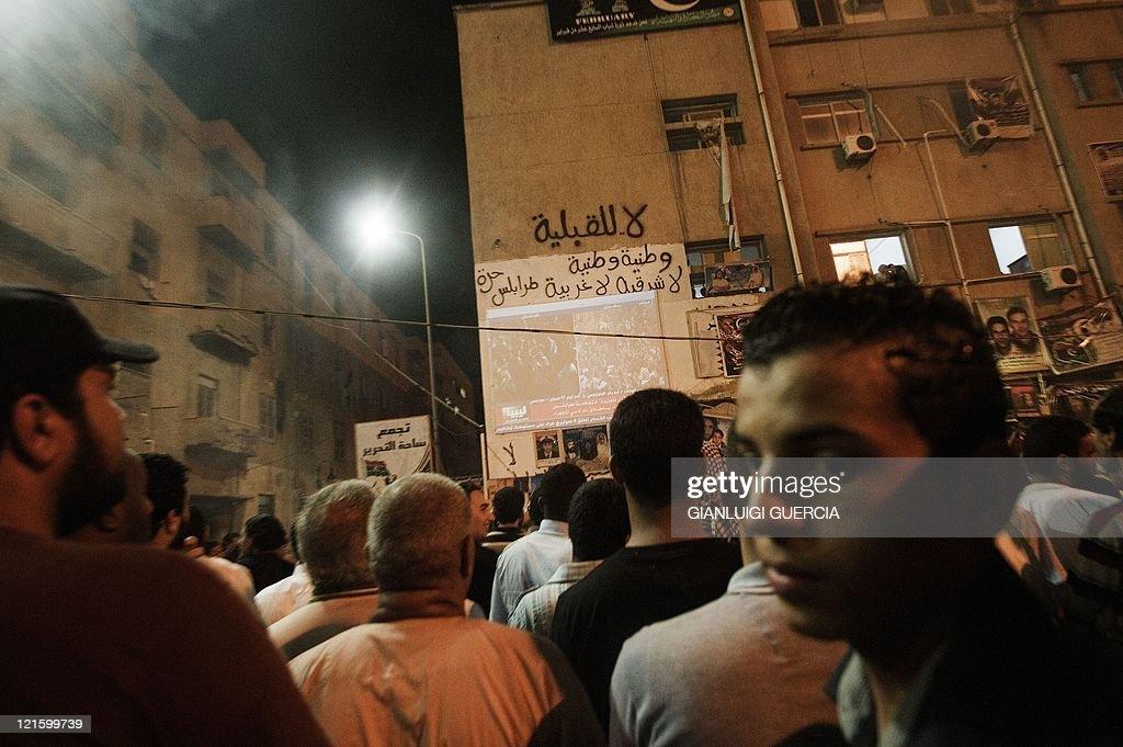 Libyans watch Al Jazeera arabic live channel as tens of thousands