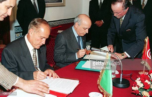 Libya's prime minister Mohamed Ahmed el-Mangouche and his Tunisian counterpart Mohamed Gannouchi sign an agreement 18 February 2000, following their...