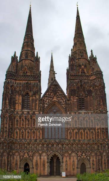 lichfield cathedral, england - スタッフォードシャー リッチフィールド ストックフォトと画像