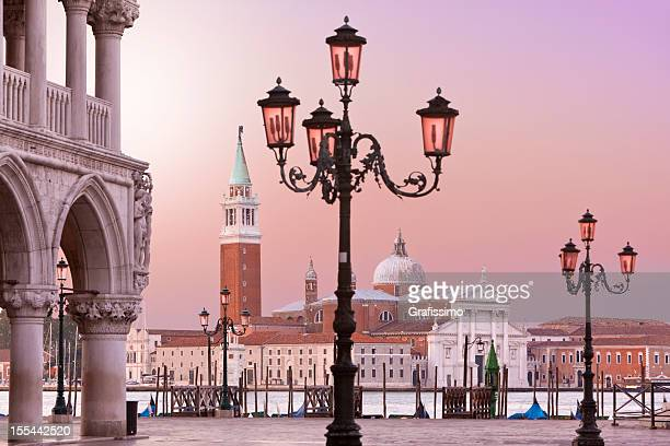 lido di st marks e piazza venezia, italia al mattino - basilica di san marco foto e immagini stock