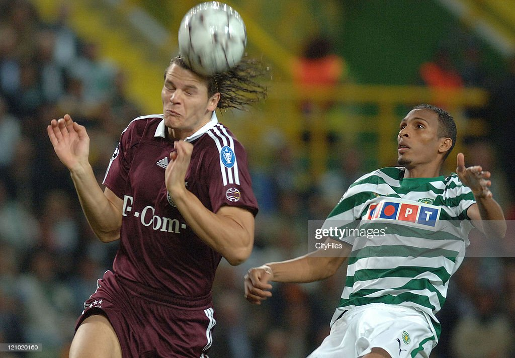 UEFA Champions League - Group B - Bayern Munich vs Sporting Lisbon - October 18, 2006 : ニュース写真