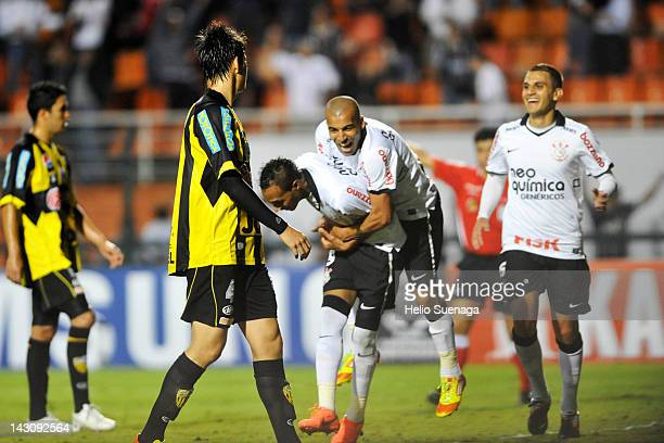 Liedson of Corinthians celebrates with team mates after scoring against Deportivo Táchira during a match as part of Santander Libertadores Cup 2012,...