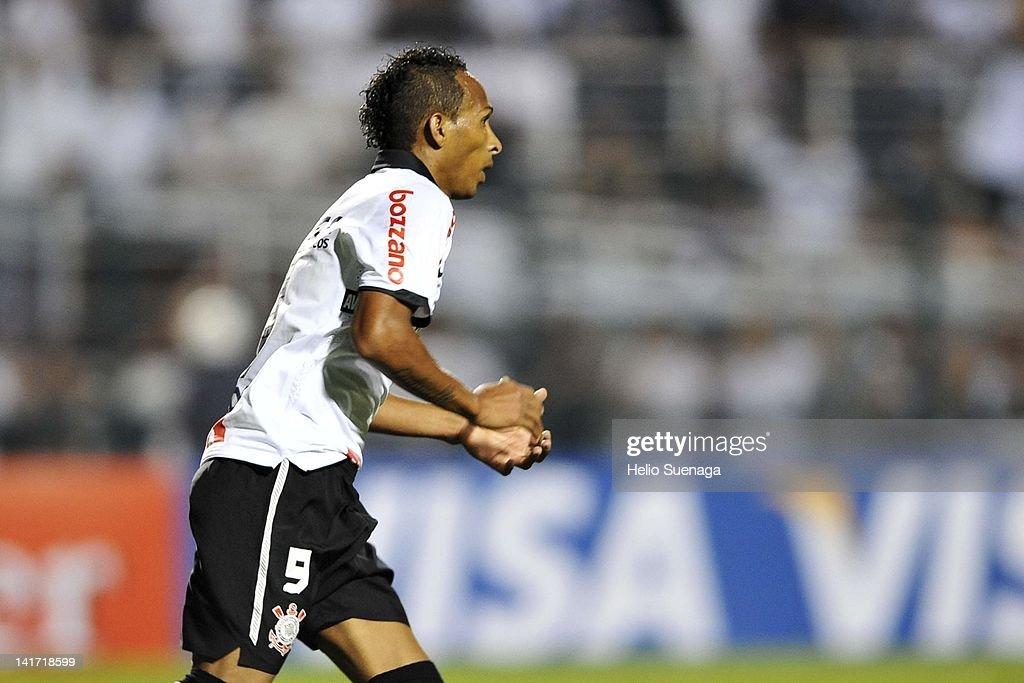 Corinthians v Cruz Azul - Copa Libertadores 2012 : ニュース写真