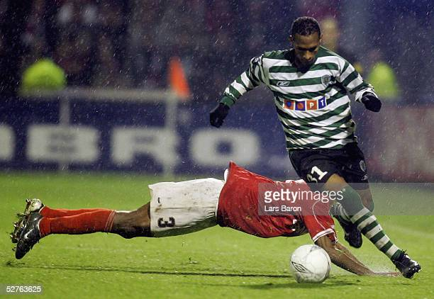 Liedson of Lisbon in action with Kew Jaliens of Alkmaar during the UEFA Cup semi final match between AZ Alkmaar and Sporting Lisbon at the Alkmaarder...