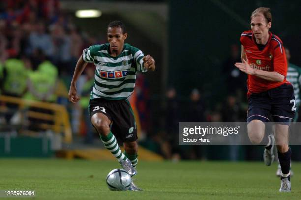 Liedson of Sporting Lisbon in action during the UEFA Cup final between Sporting Lisbon and CSKA Moscow at the Estadio Jose Alvalade on May 18, 2005...