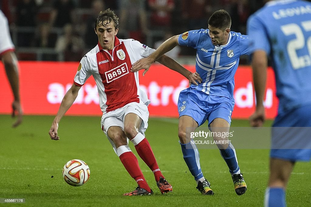 Liege's Julien De Sart (L) vies with Rijeka's Dario Knezevic during the UEFA Europa League group G football match between Standard de Liege and Rijeka, on September 18, 2014 in Liege.