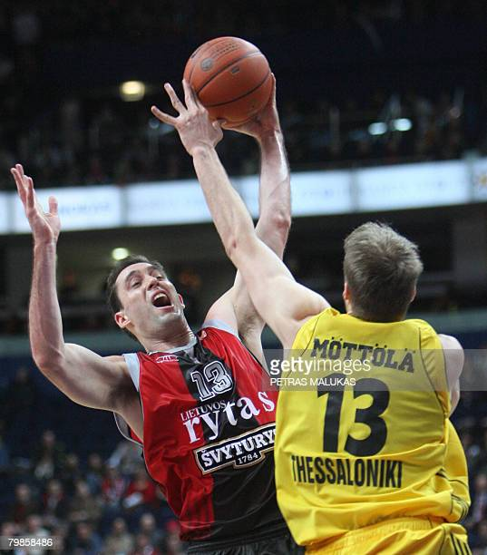 Lietuvos Rytas' Joano Paulo Batista vies with Aris TT Bank's Hanno Mottola during their Euroleague basketball Championship match held in Vilnius on...