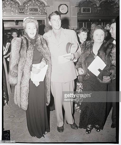 Lieutenant Ronal Reagan and his wife, Jane Wyman, arrive at the premiere of Yankee Doodle Dandy in 1942.