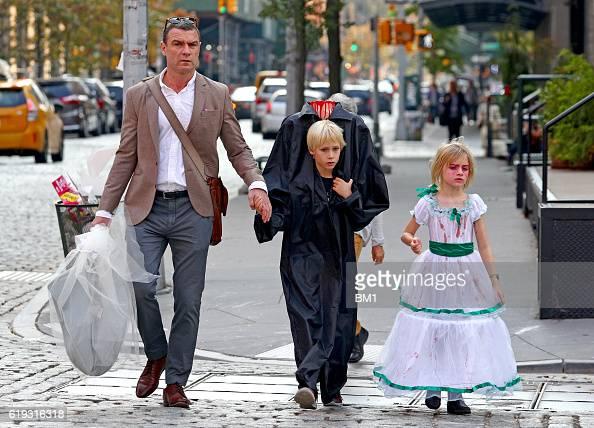 Liev Schreiber and children Samuel and Alexander go trick ...