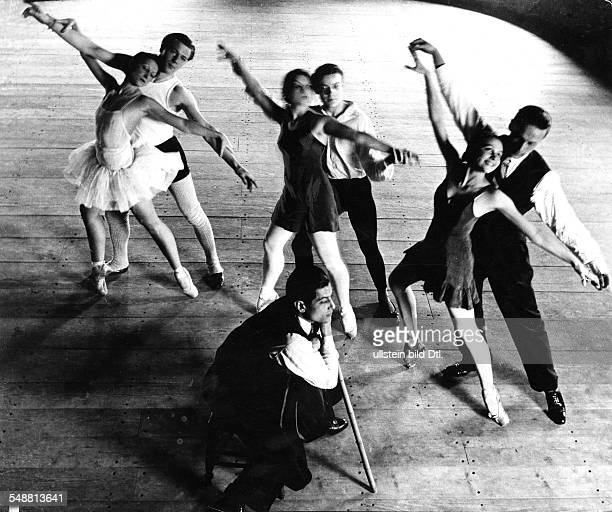 Lifar Serge * Dancer choreographer Russia / France supervising a rehearsal of the Paris opera ballet published in 'Dame' 22 / 1937