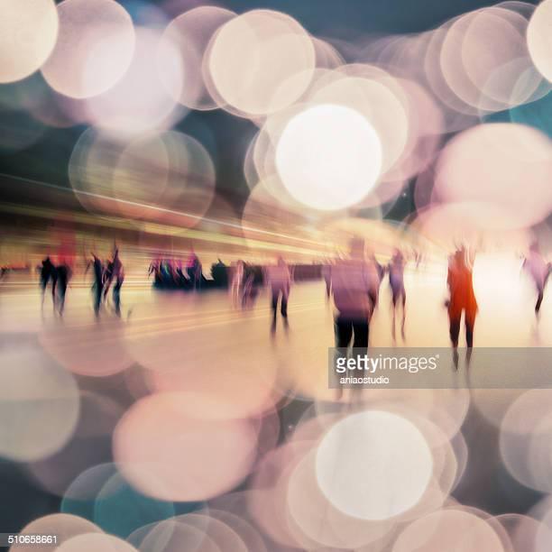 vida na noite da cidade moderna - reflexo efeito de luz - fotografias e filmes do acervo