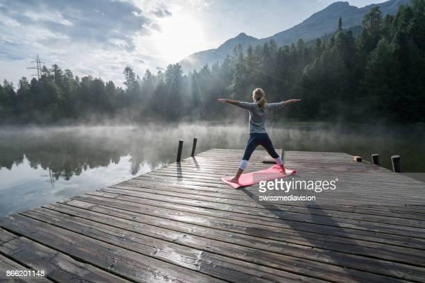 Life-Balance, Menschen, die Yoga ausüben