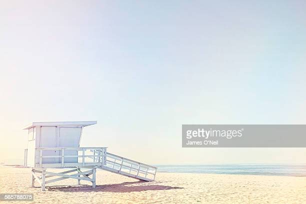 life guard hut on beach - clear sky stock pictures, royalty-free photos & images