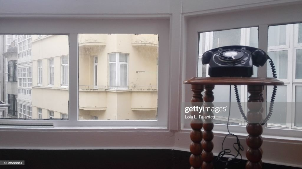 Life in a house, classic phone and windows : Foto de stock