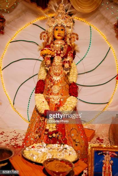 life size gavar gangaur with pure gold jewellery, jodhpur, rajasthan, india - gangaur stock pictures, royalty-free photos & images