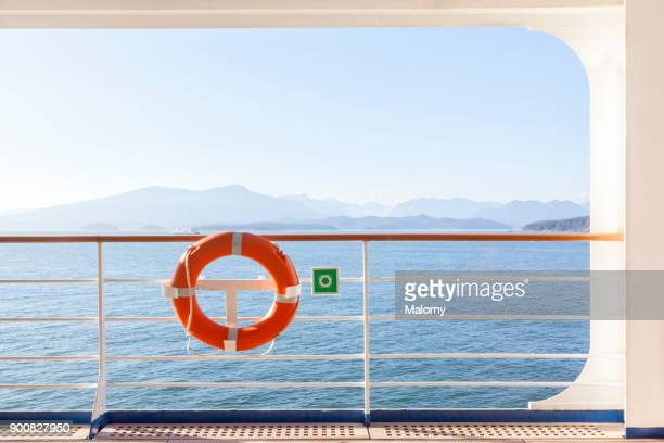 lifebelt at an outside deck of a cruise ship - vancouver, canada - kreuzfahrtschiff stock-fotos und bilder