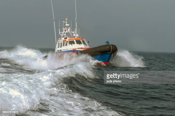 lifeboat at full speed - coast guard stock pictures, royalty-free photos & images