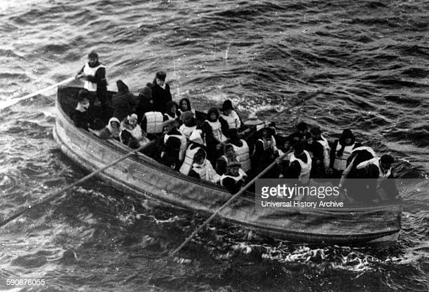Lifeboat with survivors from the SS Titanic 1912