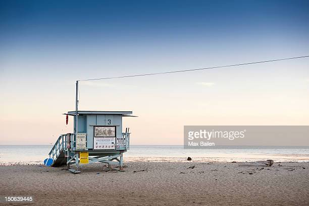 lifeguard hut on sandy beach - malibu stock pictures, royalty-free photos & images