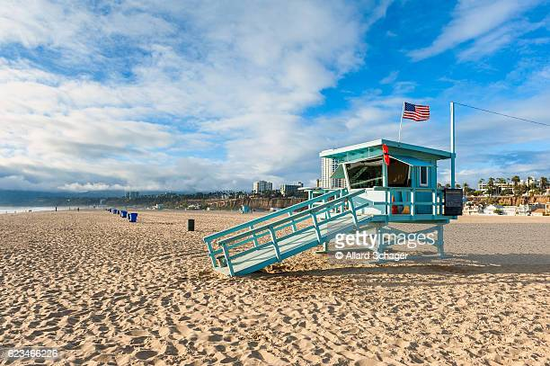 lifeguard hut on santa monica beach california - santa monica stock-fotos und bilder