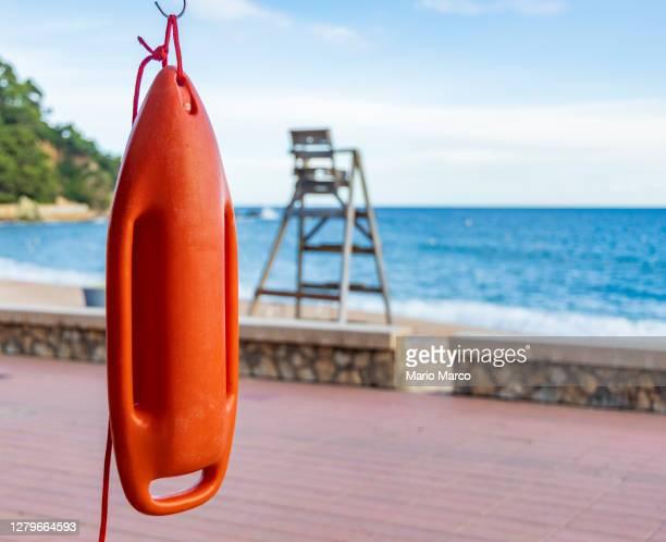 lifeguard on the beach - redding sporten stockfoto's en -beelden