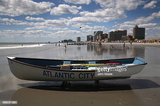 A lifeguard rescue boat sits on the beach in front of the closed Trump Plaza hotel on August 28 2015 in Atlantic City New Jersey After new casinos...