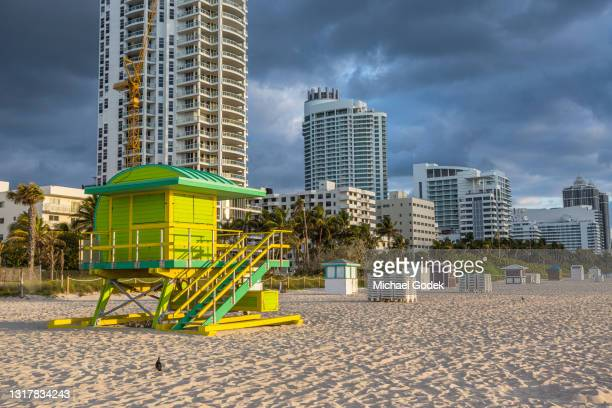 lifeguard stand and buildings on miami beach at sunrise - miami stock pictures, royalty-free photos & images