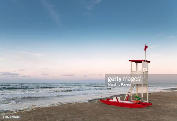 lifeguard tower - ラヴェンナ ストックフォトと画像