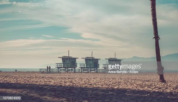 lifeguides in venice beach california - anna cabana photos et images de collection