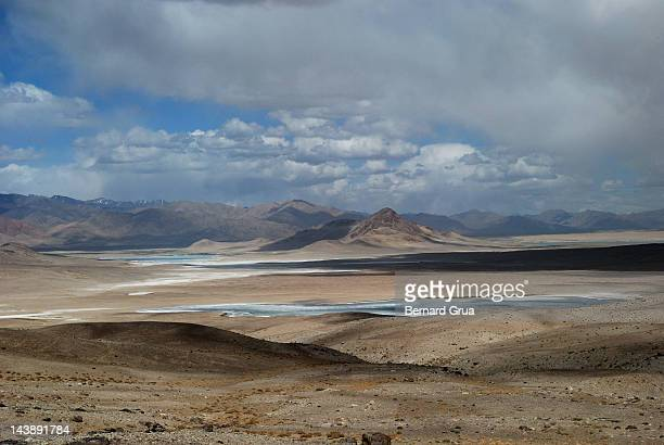 lifeless salted desert & lakes - bernard grua photos et images de collection