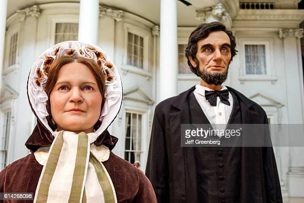 Lifelike statues of the First Lady Mary Todd and Abraham Lincoln Abraham Lincoln Presidential Museum