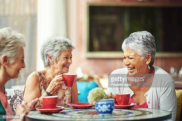 lifelong friends catching up over coffee - senior adult stock pictures, royalty-free photos & images