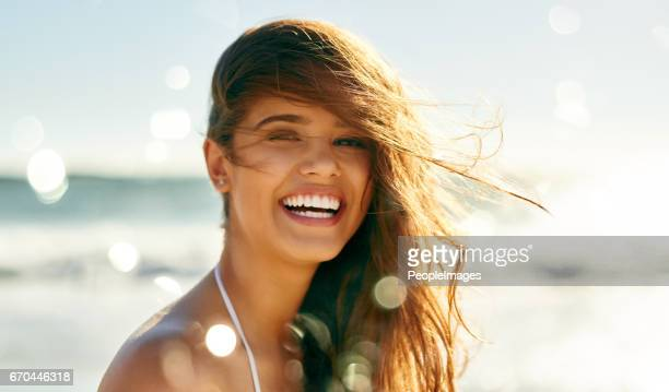 life's at ease with an ocean breeze - beautiful woman imagens e fotografias de stock