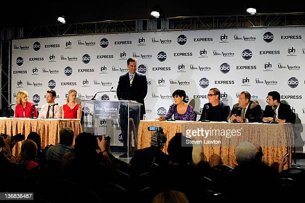 Lifestyle anchor for Good Moring America Lara Spencer television personality/weight trannier Chris Powell actress Teri Polo guest television...