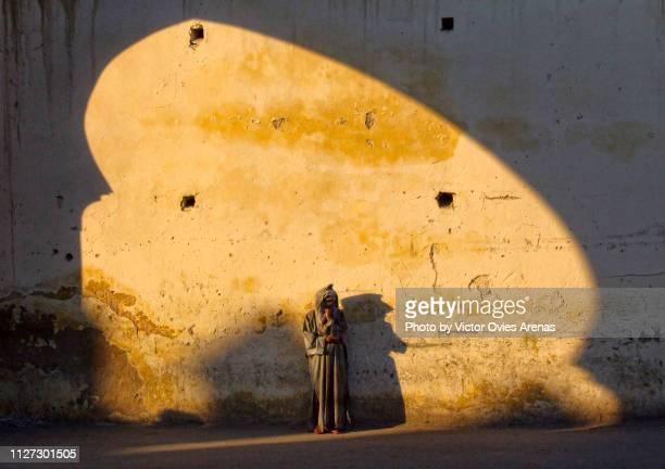 lifestyle and tradition. women in morocco. fes, morocco - victor ovies fotografías e imágenes de stock