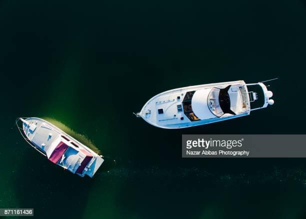 lifestyle boat at stillwater marina. - ファンガパラオア半島 ストックフォトと画像
