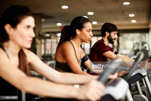 lifestyle fitness-studio und fitness barcelona. - aktiver lebensstil stock-fotos und bilder