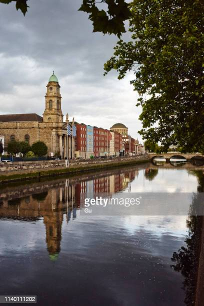 liffey river and riverside, dublin, republic of ireland - dublin republic of ireland stock pictures, royalty-free photos & images