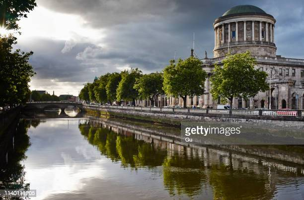 liffey river and the four courts, dublin, republic of ireland - dublin stock pictures, royalty-free photos & images