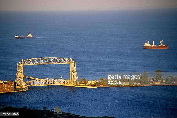 lift bridge - duluth minnesota stock pictures, royalty-free photos & images