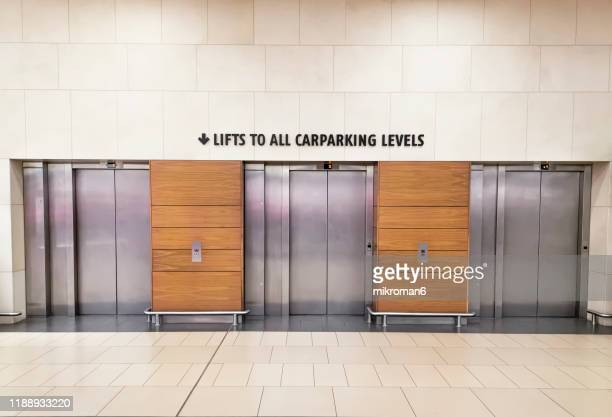 lift for customer, elevator - shopping centre stock pictures, royalty-free photos & images