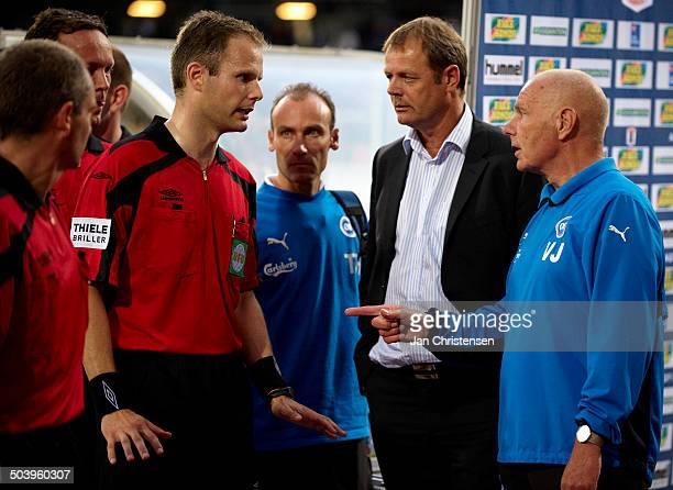 Liga - From left: Referee Michael Johansen in discussion with Kim Brinck, OB and Assistantcoach Viggo Jensen, OB. © Jan Christensen /...
