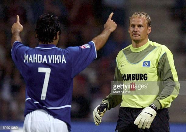 Liga Pokal 2003 Jena FC Bayern Muenchen Hamburger SV Jubel nach Elfmetertor Mehdi MAHDAVIKIATorwart Martin PIECKENHAGEN/HSV