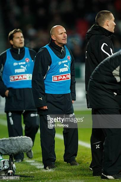Ligaen Coach Erik Rasmussen FC Midtjylland behind him assistantcoach Thomas Thomasberg © Lars Rønbøg / Frontzonesportdk