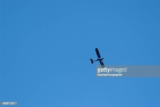 luce aerei in volo - aereo ultraleggero foto e immagini stock