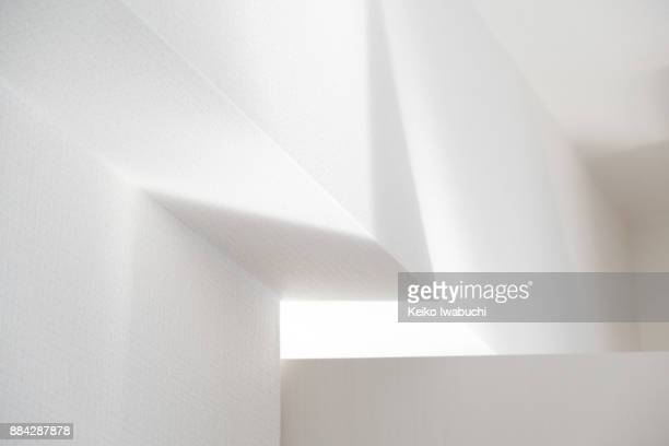 light and shadow on the wall - schlagschatten stock-fotos und bilder