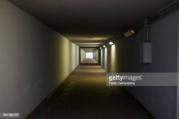 light at the end of the tunnel - couloir photos et images de collection