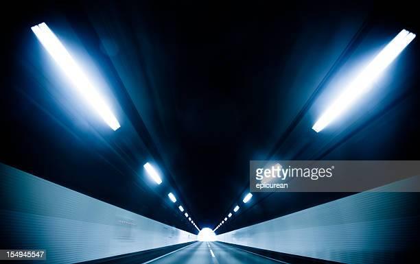 luz no final do túnel - descrição geral - fotografias e filmes do acervo