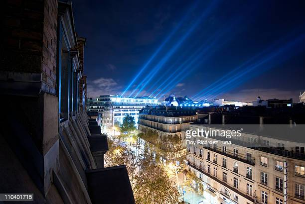 light beams in the parisian rooftops - paris skyline stock pictures, royalty-free photos & images